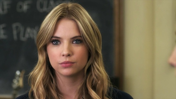 pretty-little-liars-1x22-for-whom-the-bell-tolls-hanna-marin-cap-03